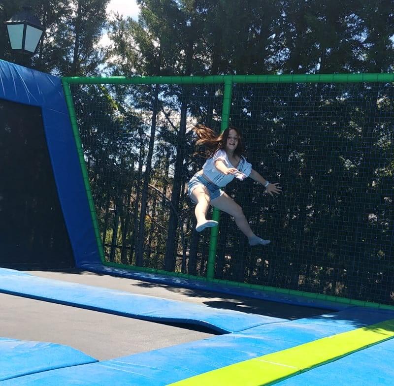 ¡Diviertete Saltando!